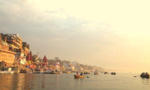 Chorten Varanasi ganges boat - Copia (2) mais bx