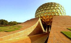 Chorten India Auroville petalas